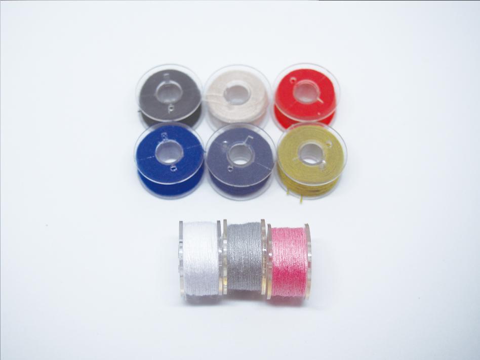 カラフルなプラスチック製のボビン