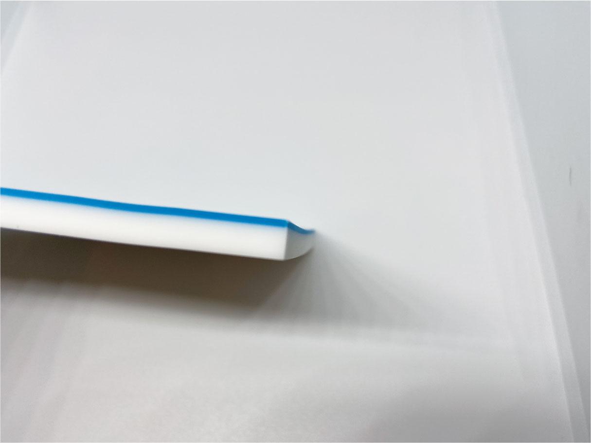 ダイソーの2層構造のスタンプ消しゴムの横面