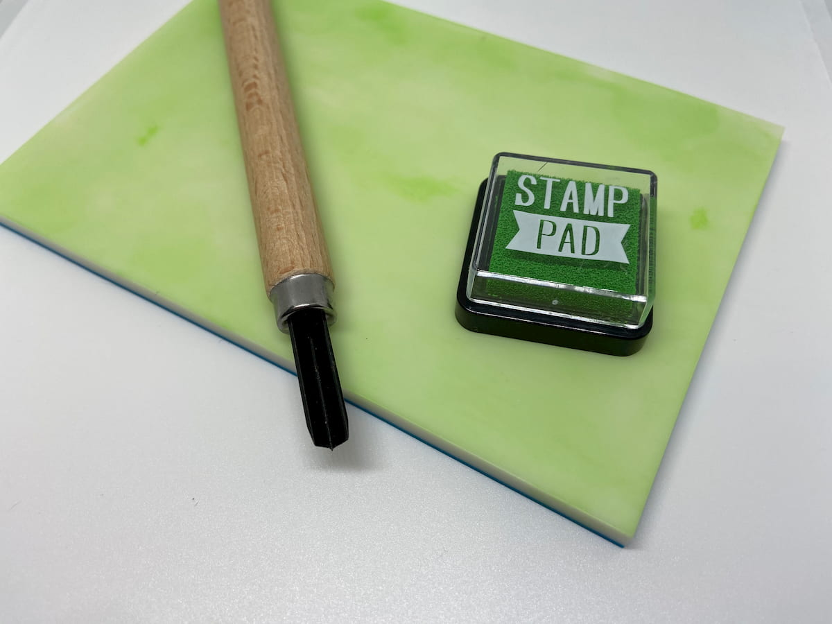 消しゴムはんこを彫る前の準備~ゴム版の水洗いとインク付け