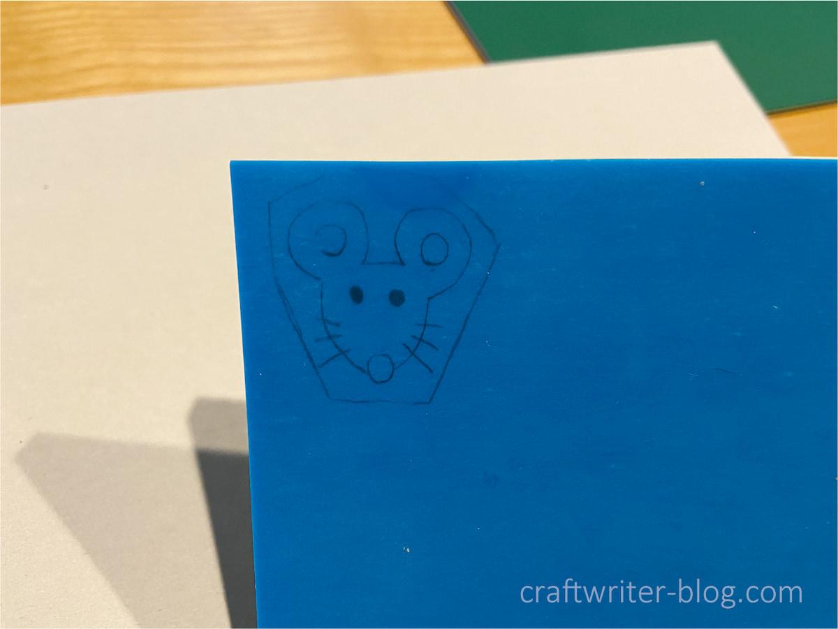 ネズミの図案がゴム版に写る