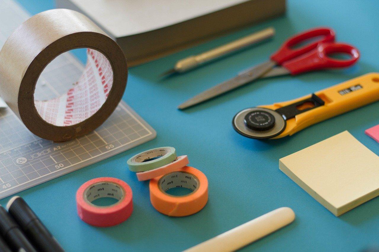 テープやハサミなどの文房具